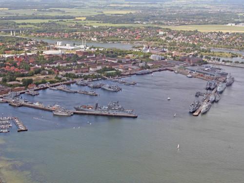 Zuschlag für zwei Neubauten auf dem Marinestützpunkt Kiel erhalten